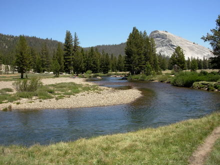 Tuolumne_meadows_river_june_2007__3