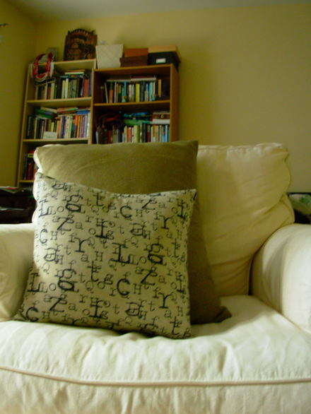 Chair_and_pillows0001