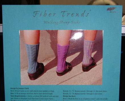 Fiber_trends_walking_away_socks0001